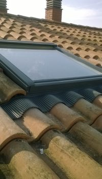 ventana velux color gris